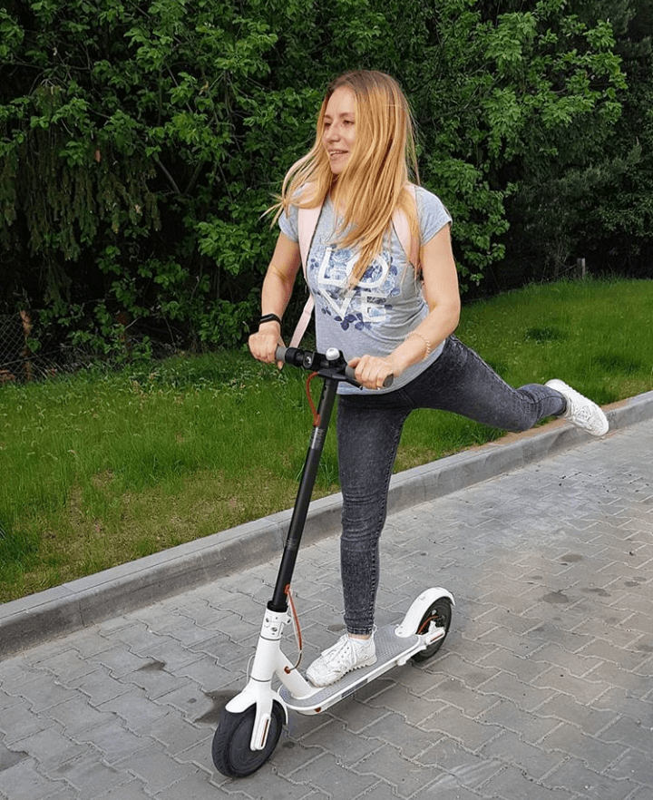 Xiaomi mijia m365 provides huge fun - everybody loves this e scooter
